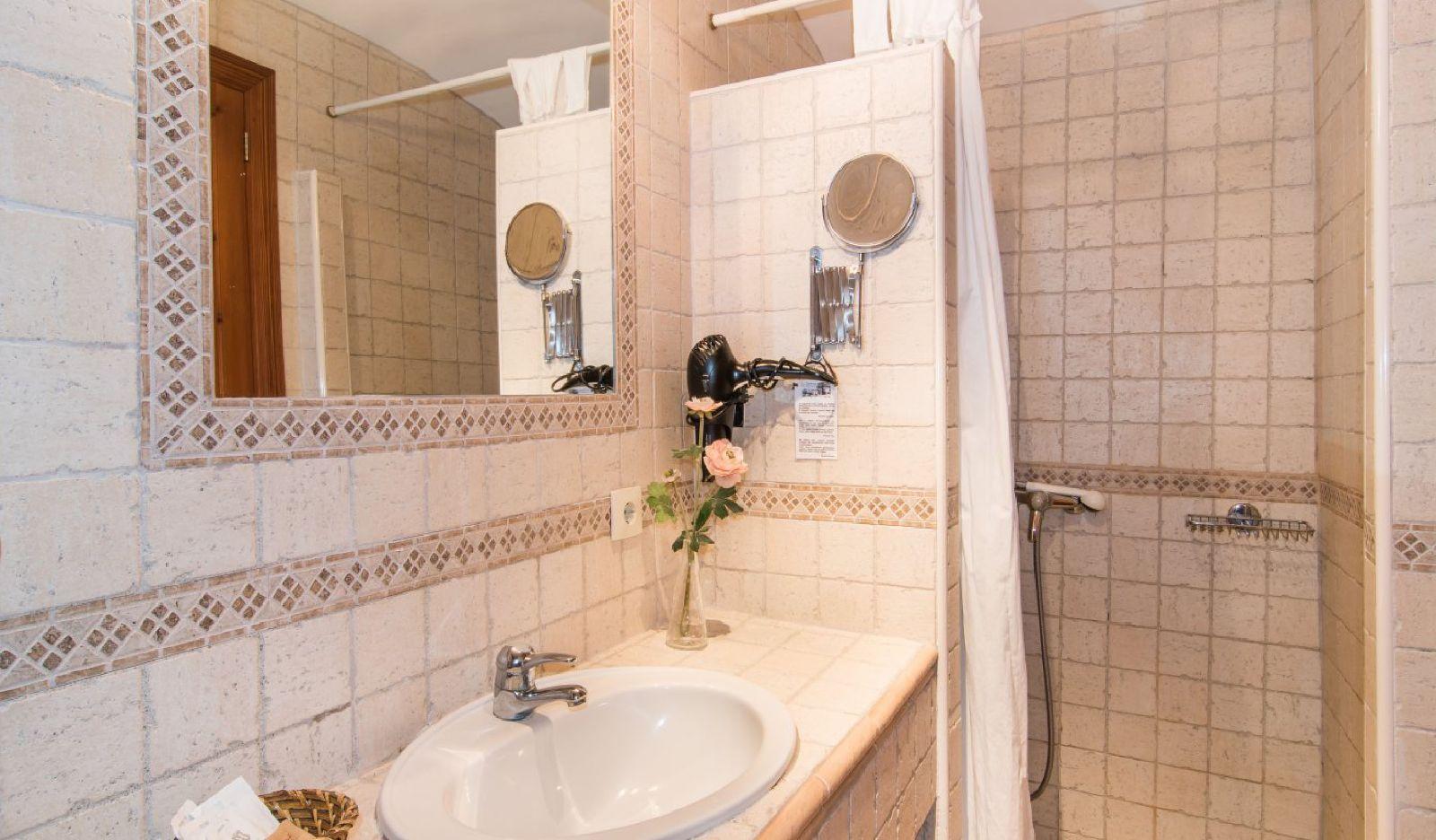 Finca Hotel Es Torrent · Juniorsuite mit Terrasse