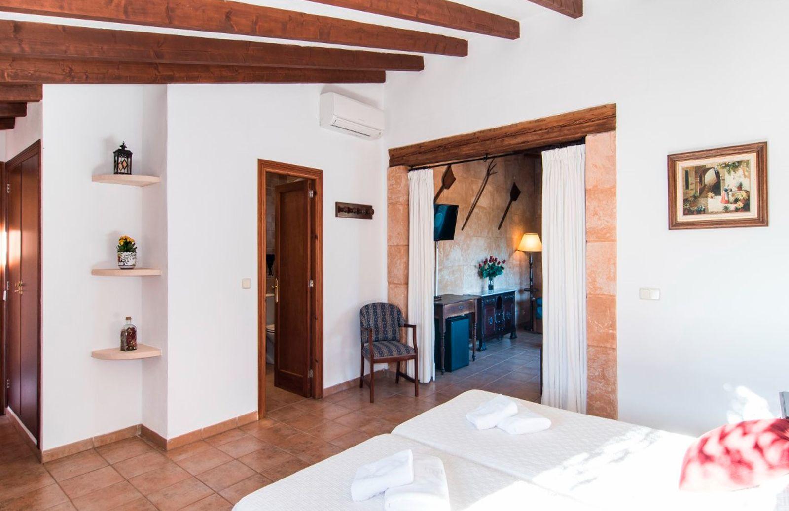 Finca Hotel Es Torrent · Suite with Balcony